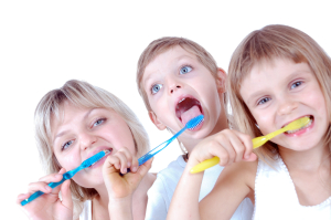 kids cleaning teeth